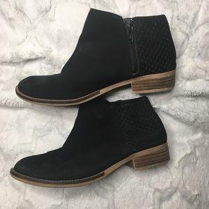Steve Madden Black booties size 8